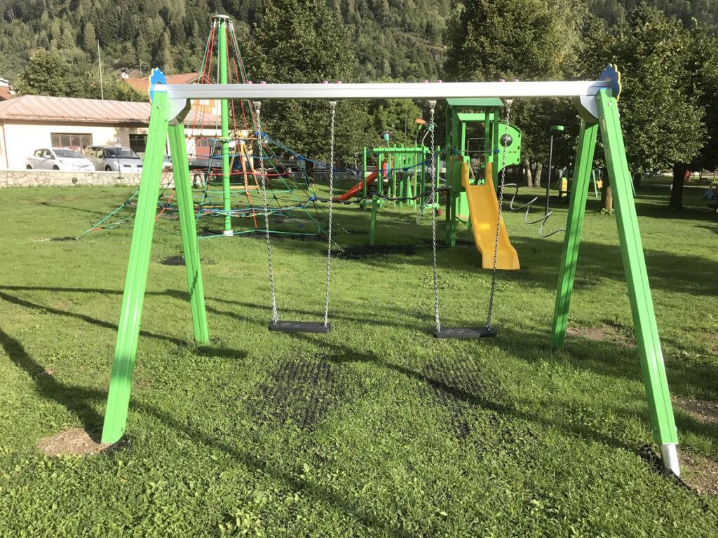 altalena-trave-grigio-gambe-verdi-(2)
